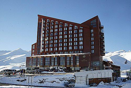 Hotel puerta del sol valle nevado chile for Hotel puerta de sol